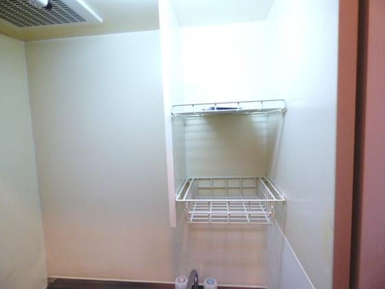 その他キッチン上の収納棚です。