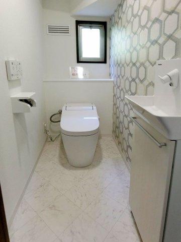 独立洗面台シャワー付きの三面鏡洗面化粧台