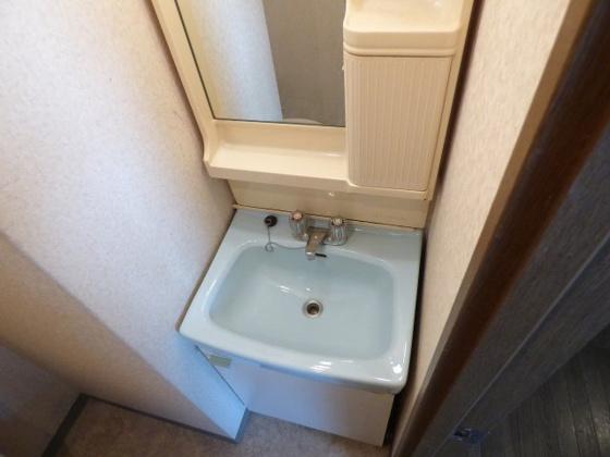 洗面所すっきりとした独立洗面台。