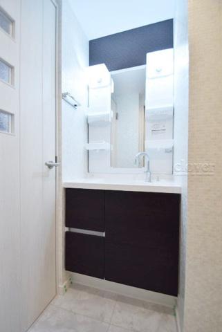 独立洗面台三面鏡洗面台