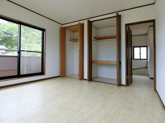 洋室2階洋室 収納スペースも充実です