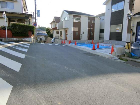 前面道路含む現地写真前面道路の幅は約5.2m
