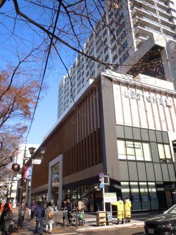 京王線府中駅南口に直結する複合商業施設「ル・シーニュ」(本物件から徒歩3分)