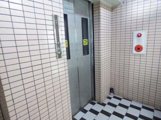 その他高層階藻安心のエレベーター。