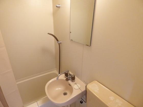洗面所すっきりシンプルな洗面台です。