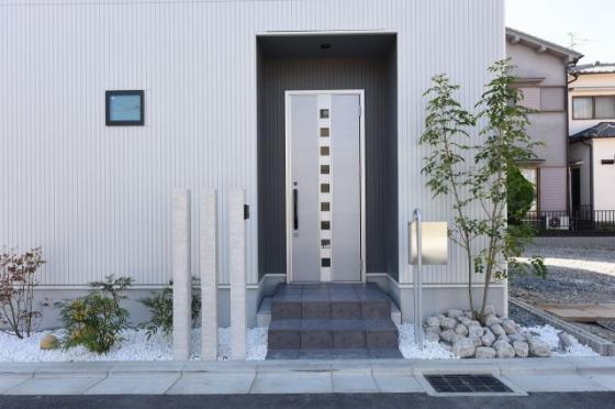 外観玄関周り施工例