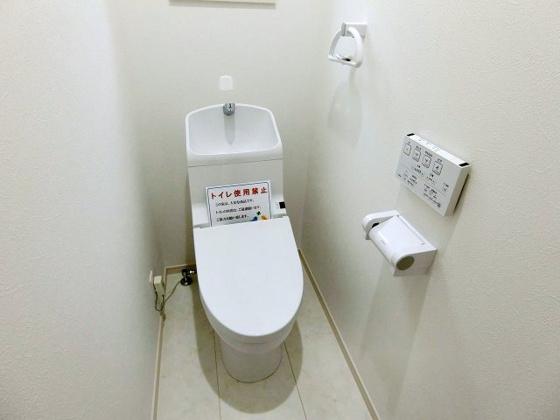 トイレトイレには快適な温水洗浄便座付き