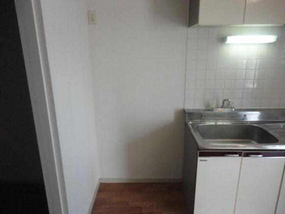 写真は別室です。キッチン(冷蔵庫置場)