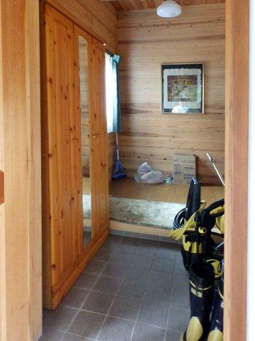 玄関玄関には全身鏡の付いたシューズボックス付き