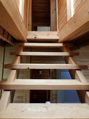 内装2階へ続くリビング階段