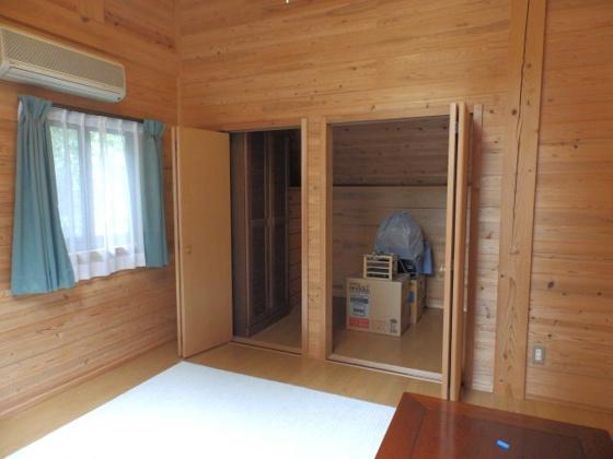 洋室8帖の洋室 大容量の収納スペース付きです!