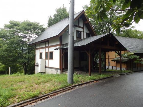外観ゆったりとした時間が流れる豊かな自然に囲まれたログハウスです♪敷地もゆったり73坪!