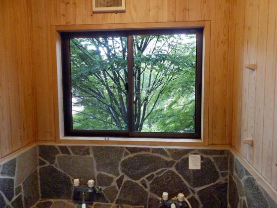 浴室お風呂の窓からも自然を堪能できます