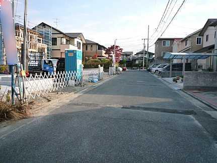 前面道路含む現地写真フラット35S利用可 永住の地にふさわしい閑静な住宅街