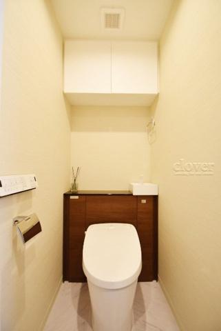 トイレ上部収納・ウォシュレット付き