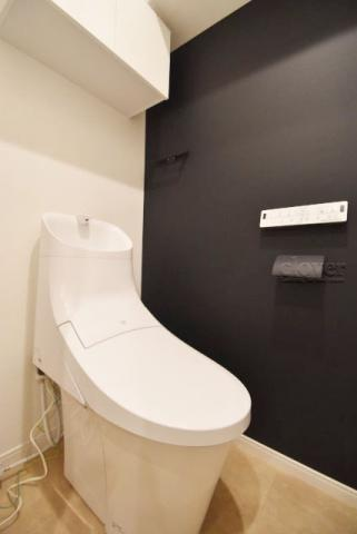 トイレトイレ ウォシュレット付 上部収納あり