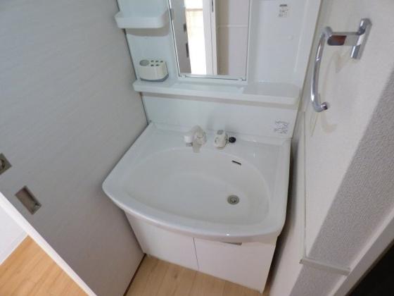 洗面所快適なシャンプードレッサー完備。