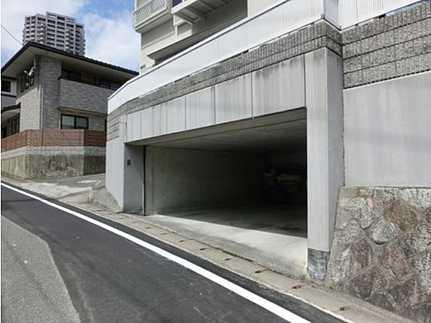 駐車場掘込車庫には駐車2台可!