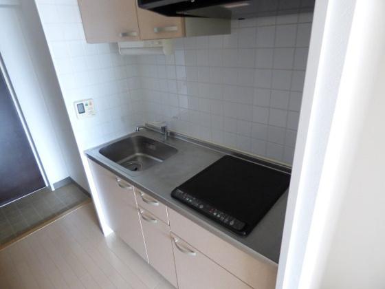 キッチンIHコンロの機能的なキッチン。
