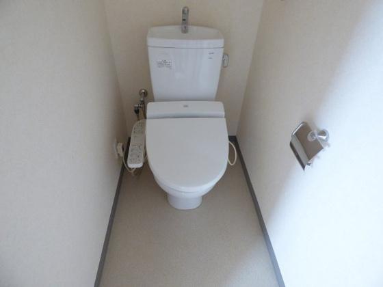 トイレ温水洗浄便座があると快適。