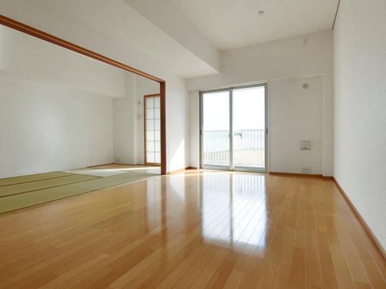 居間リビングと一体利用可能な和室を設置したLDK