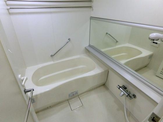 浴室浴室乾燥機能付きのバスルーム