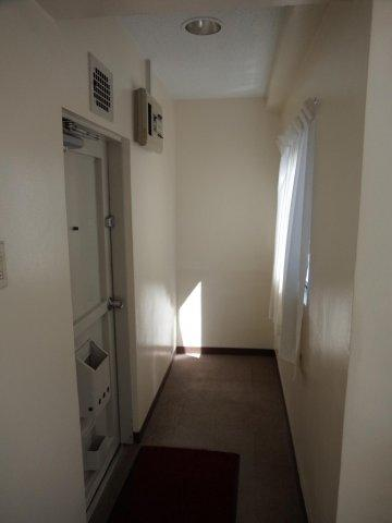 玄関クレインハイツ (※室内清掃前)