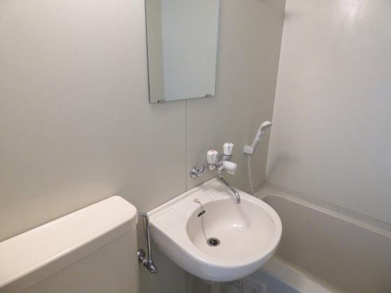 洗面所コンパクトな洗面台です。