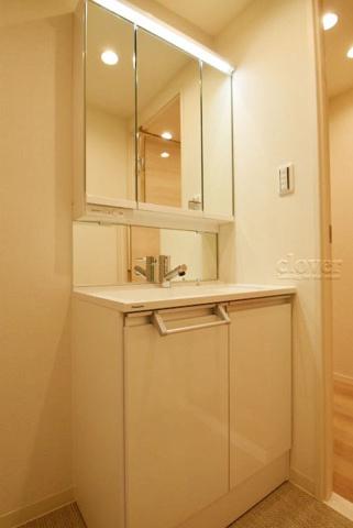 独立洗面台独立洗面台 三面鏡