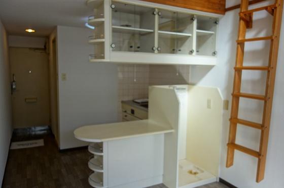 洋室カウンターに洗濯機置き場付きとなります