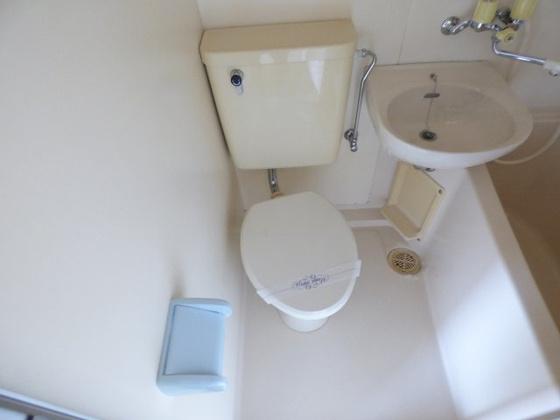 トイレお手入れしやすいシンプルトイレ。