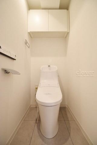 トイレトイレ 上部収納有 ウォシュレット完備