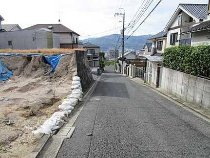 前面道路含む現地写真建築条件無し 敷地面積ゆとりの85坪