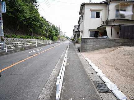前面道路含む現地写真建築条件無し 開放的で陽当り良好