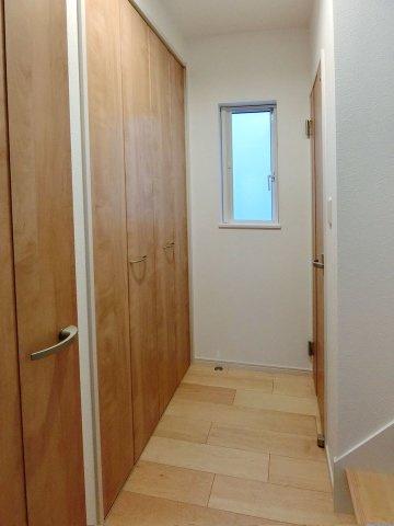収納1階廊下にも収納スペース有り