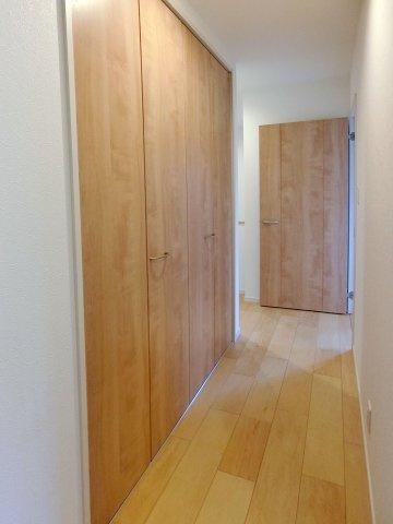 収納2階廊下に収納スペース有り