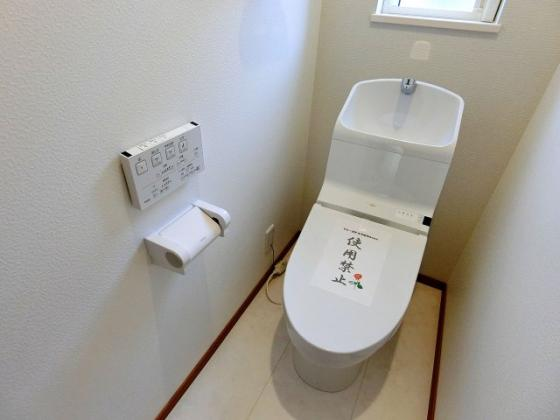 トイレ温水洗浄機能付きのトイレ(2階)