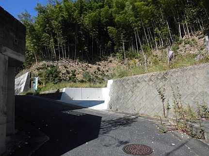 外観建築条件なし・高台に立地 JR三滝駅まで徒歩10分