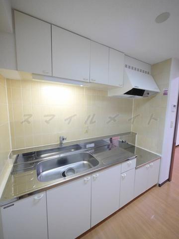 キッチンガスコンロ持ち込みタイプのキッチンです。