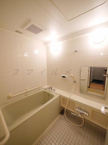 浴室経済的な追い焚き機能付きのバスです。