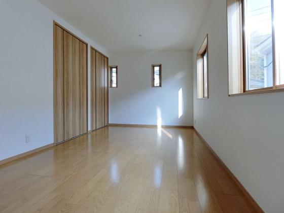 洋室陽当たりの良い明るい洋室