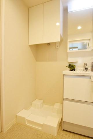 内装防水パン(洗濯機置き場) 上部収納あり