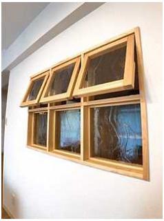 居間洋室との間の壁には小窓をあしらって♪
