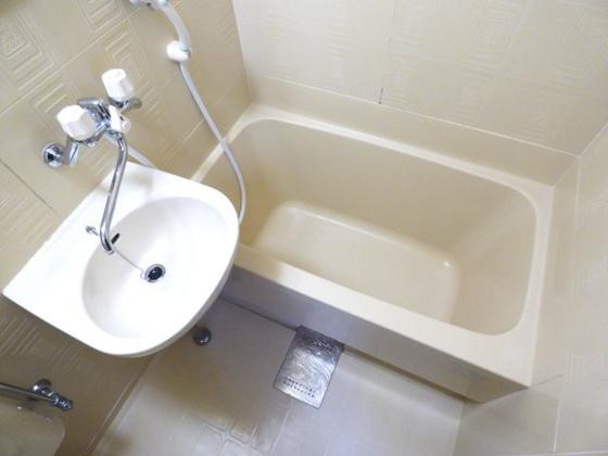 浴室足を伸ばせるサイズがうれしい。
