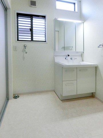独立洗面台大きな三面鏡の洗面化粧台