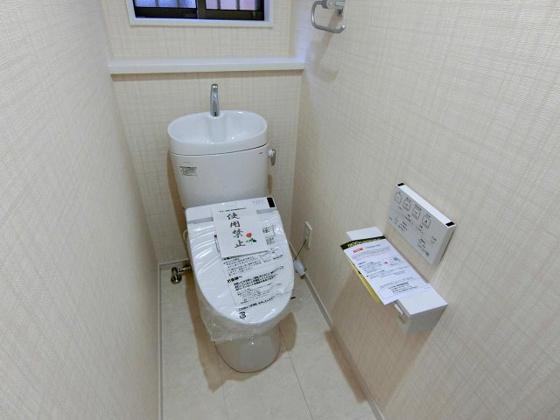 トイレ温水洗浄機能付きのトイレ