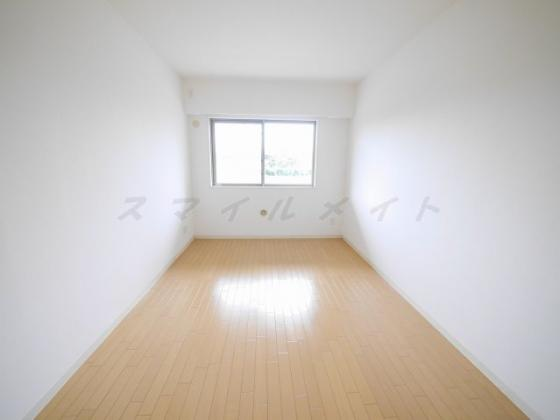 寝室7.4帖の寝室です。広々ウォーインクローゼット付です。
