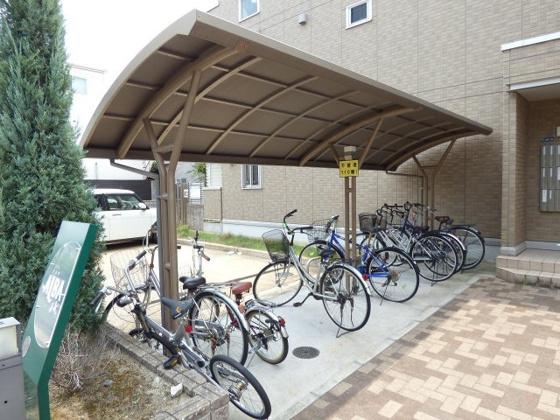 その他屋根付きの駐輪場です。