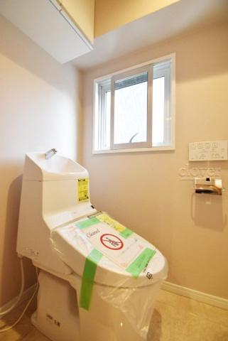 トイレ窓のある明るいトイレ
