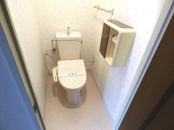 トイレうれしい温水洗浄便座付きです。